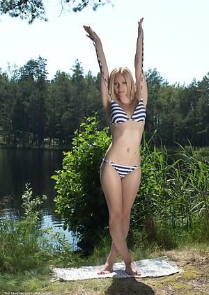 Free Bikini Teen Porn Pictures
